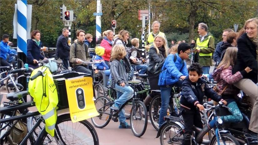 Actie verkeerslichten Ledig Erf(video)